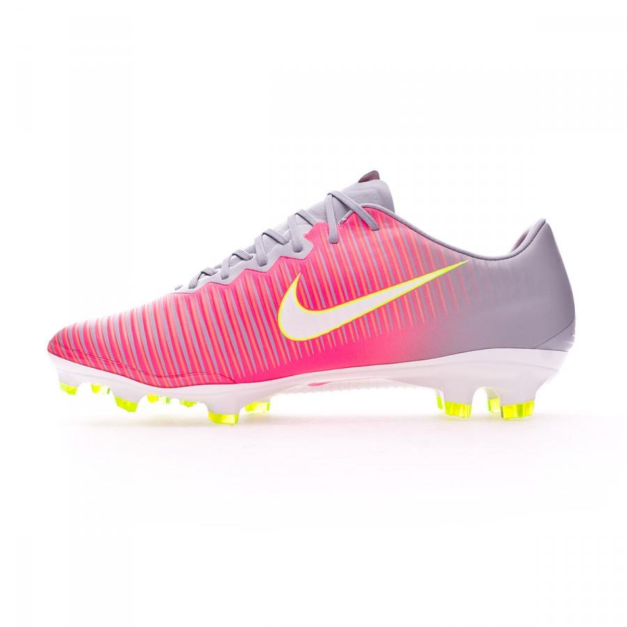 Mercurial en color Hyper pink para futbolistas de máximo nivel que busquen  botas de fútbol de 32dc36eff9731