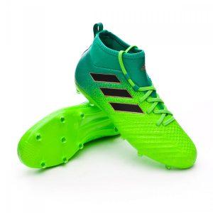Adidas modelo Ace 17 en su parte superior de las botas se encuentra un sistema llamada cordaje, este sistema permite que se puedan usar las botas sin cordones.